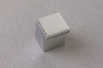Knop vierkant chroom 21mm
