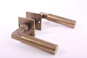 Deurklink (paar) Bauhaus 120mm brons antiek met rozetten