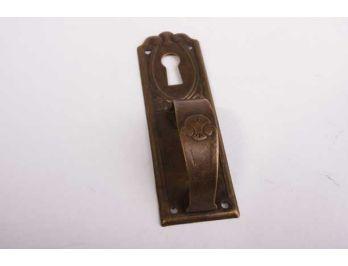 Dun greepje in brons antiek van massief messing met sleutelgat 27mm