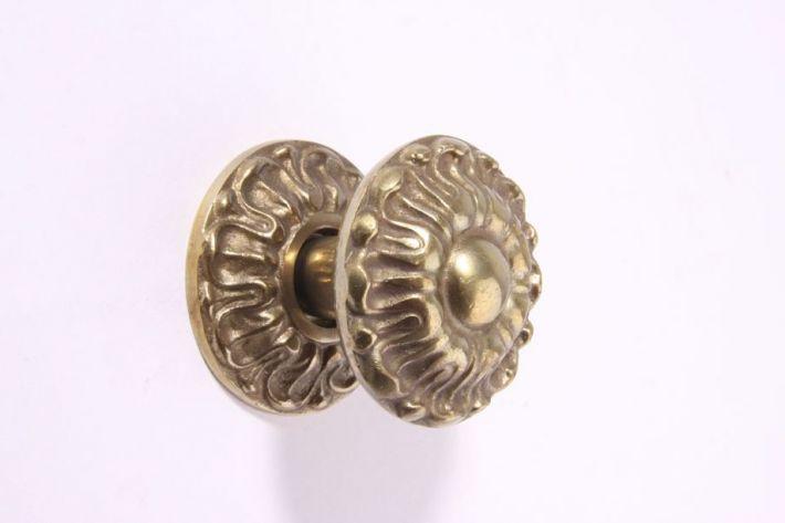 Deurknop Brons Antiek.Deurknop Brons Antiek 71mm
