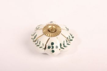 Knop porselein wit met groene bloemen 48mm met voetje en messing bout