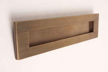 Brievenbus rechthoekig tochtklep geveerd brons antiek 320mm.