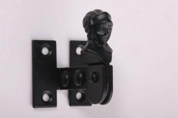 Luik vastzetter zwart opschroefbaar 60mm. Luik vastzetter gemaakt van ijzer met een zwarte poedercoating.