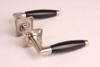 Deurkruk ton-model kort geborsteld nikkel/ebben incl rozetten