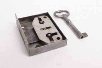 Opdekslot blank ijzer links en rechts 20/25/30/35/40/45/50 mm met sleutel