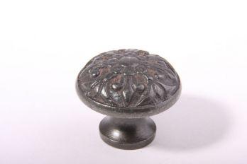 Knopje met franse lelie gietijzer grijs/tinkleur rond 38mm