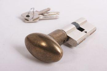 Profielcilinderslot met ovale, brons antieke knop gemaakt van massief messing en een maat van 30mm+30mm.