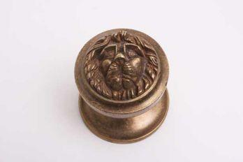 Deurknop rond leeuwenkop voor de voordeur vast brons antiek 74mm
