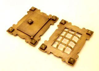 Luikje voor voordeur met rooster brons antiek of roest 105x130mm
