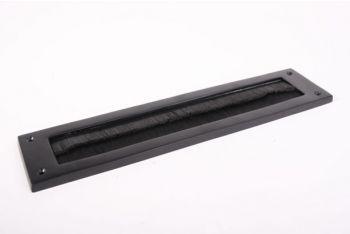 Tochtborstel voor brievenbus zwart op messing met zwarte borstel
