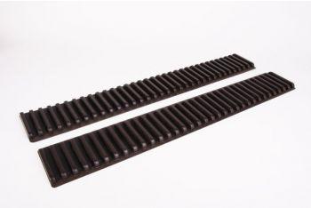 Strip 670mm bruin kunststof 11mm gleuf (o.a. CD formaat) 2 stuks