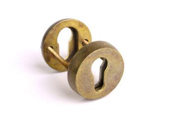 Rozet voor profiel-cilindersloten veiligheidsbeslag rond met een diameter van 50mm gemaakt van massief messing met een brons antieke kleur.