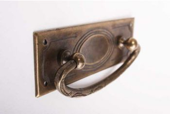 Klassieke ladegreep voor meubelen brons antiek 96 mm